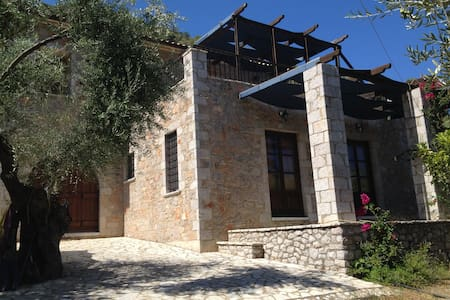 Beautiful stone house in Leonidio. - Leonidio