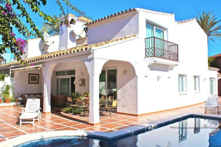 Inmaculate beahside villa next to Puerto Banús - Marbelha - Casa