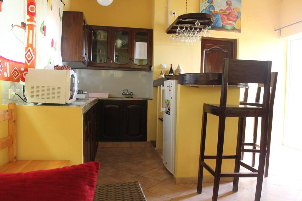 Bel appartement de 1 chambre avec service h telier for Chambre 13 bd