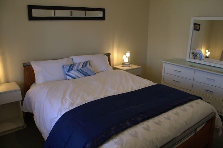 Bed 1 Queen