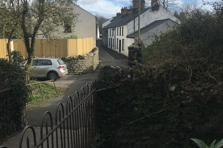Spacious 19th Century Cottage Close To Town Cottages For Rent In Ulverston Cumbria United Kingdom