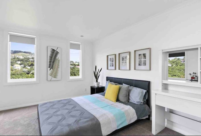 Lovely spacious room - city 5 mins from your door