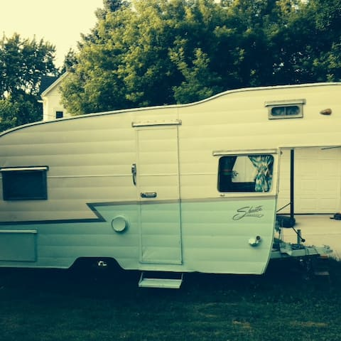 Vintage Shasta Trailer Delivered To Your Site - Waunakee - Camping-car/caravane