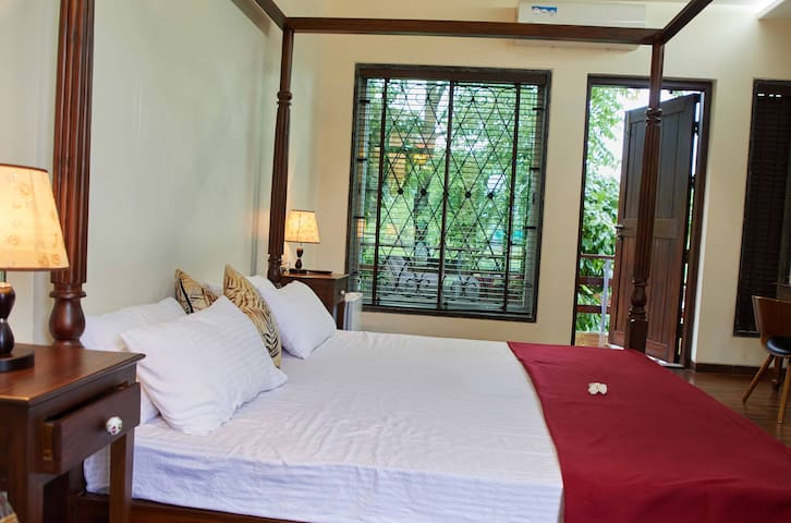 Deluxe Cottage with all meals off Vajreshwari Rd.