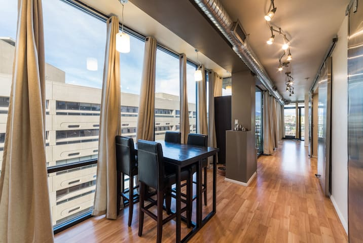 Vista Aerea - Modern, Downtown, Sky VIEW Condo
