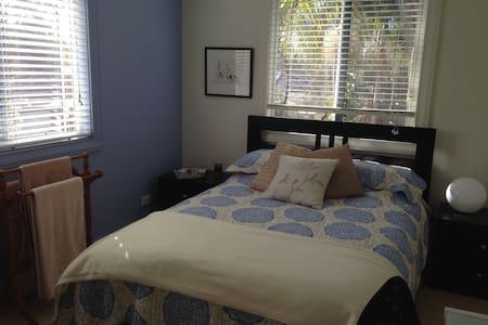 Sunny Dual Aspect Bedroom - Belrose - Maison