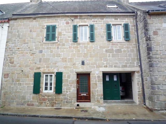 Joli T1 indépendant dans belle maison bretonne