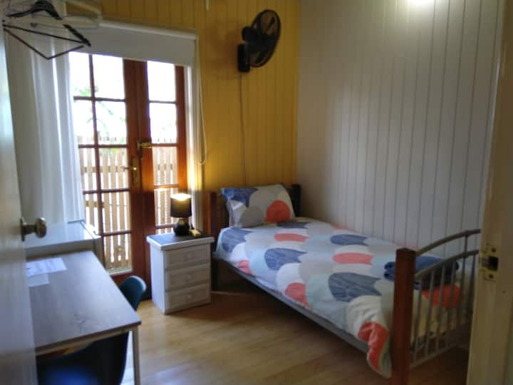 Minto SINGLE RM 1A: just $27/ night!