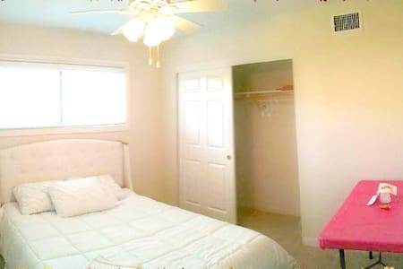 Only 5 mins away from Disneyland!^_^ Private Room! - Anaheim