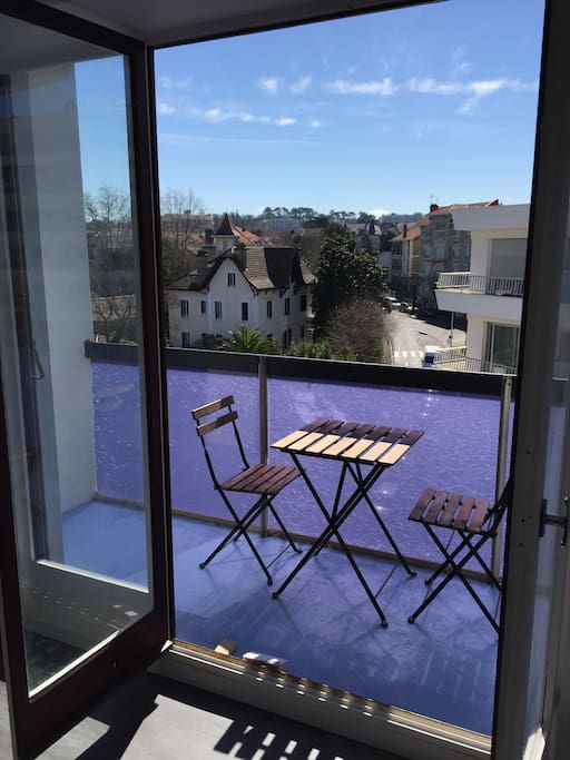 Balcon-terrasse pour rester au repos, prendre votre petit-déjeuner, partager l'apéro...