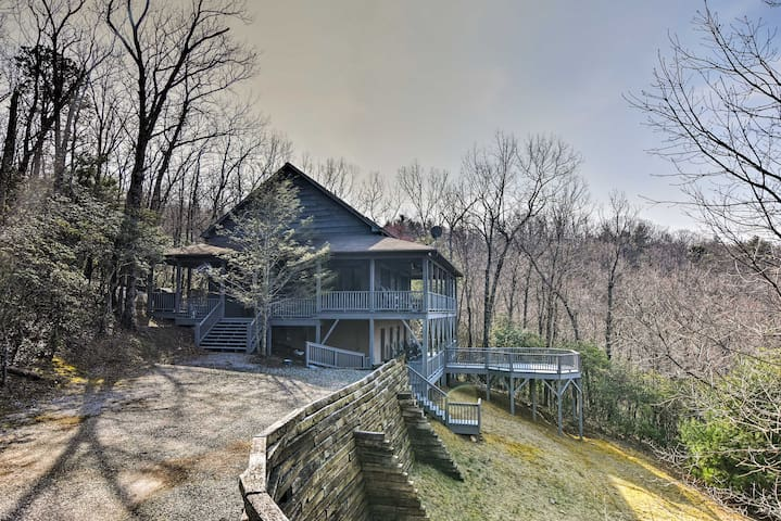 Blue Ridge Mtn Cabin w/Huge Decks, Hot Tub & Views