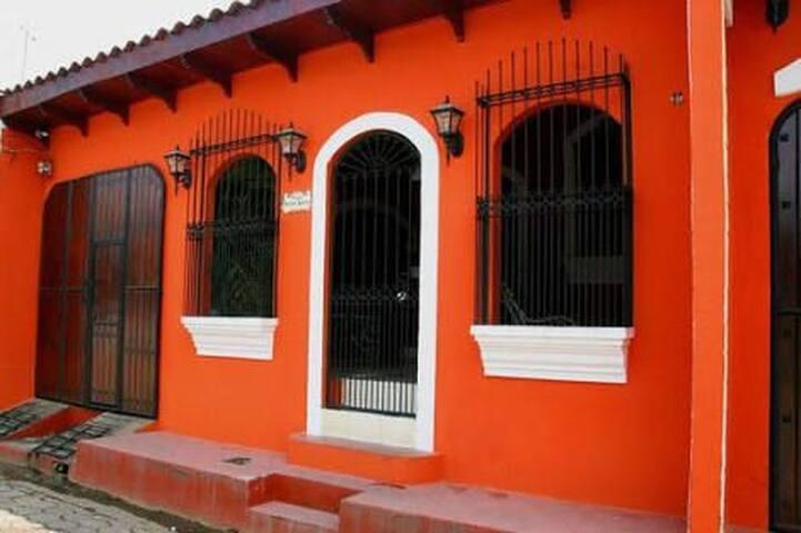 Casa Naranja Muy Accesible, Dos Habitaciones/Baños