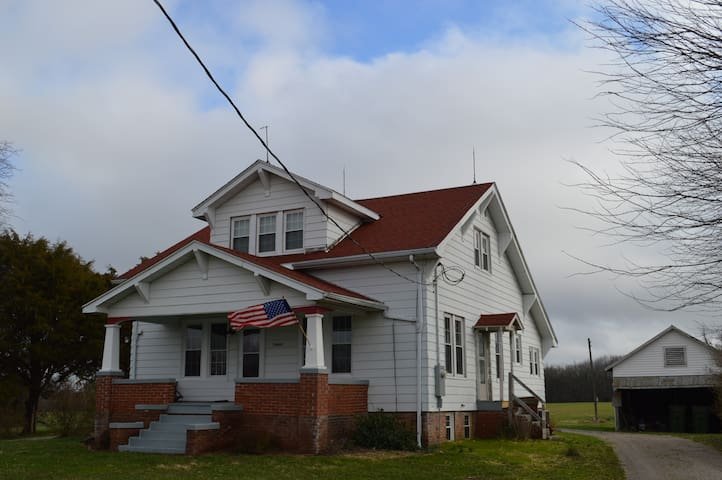 Renovated 1930's Farm House - Vergennes - Dom