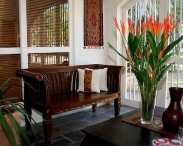 Jambala Beach House (3 bed/2 bath) - Palm Cove
