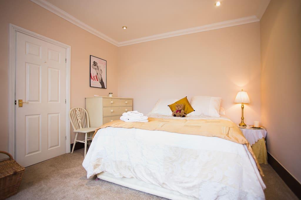 A deluxe comfy bedroom