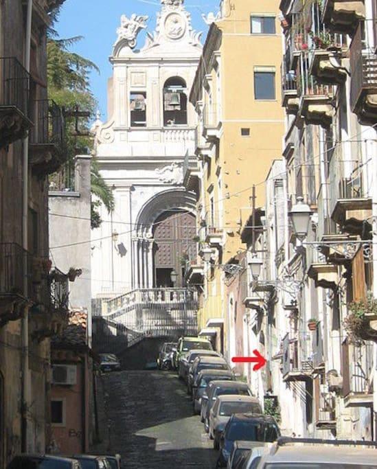 Via del Colosseo e Vista della Chiesa S. Agata al Carcere