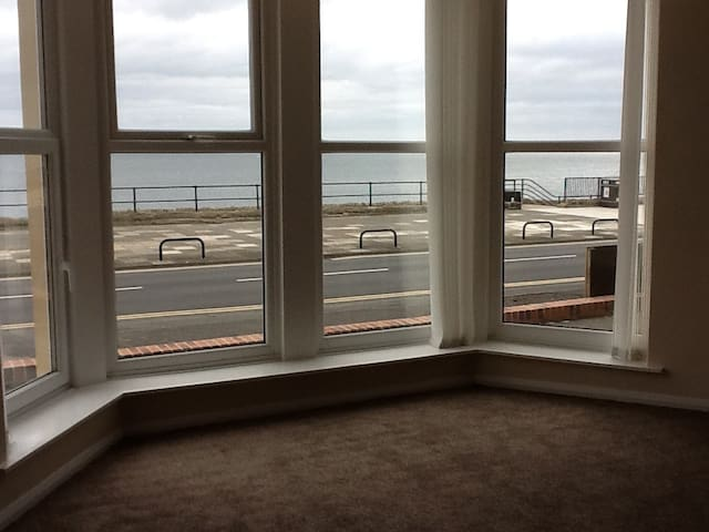 Fantastic Sea Views Great Location - Whitley Bay - Apartamento