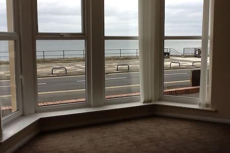 Fantastic Sea Views Great Location - Whitley Bay - Apartamento