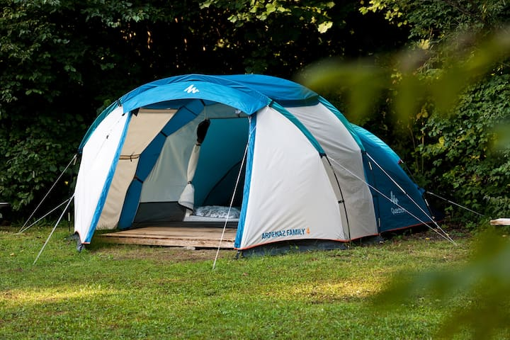Tent rental with bedding