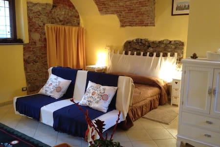 monolocale in casa tipica - Cuneo - Leilighet