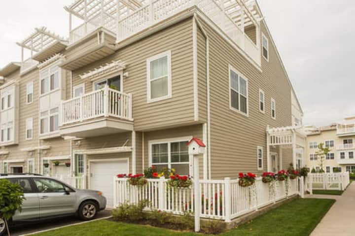 Perfect One-Bed Apt by Beach, Subway and JFK