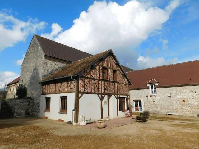 Petite Maison. La ferme des Quatre Vents, 8 pers. - Trie-la-Ville - Rumah Tamu