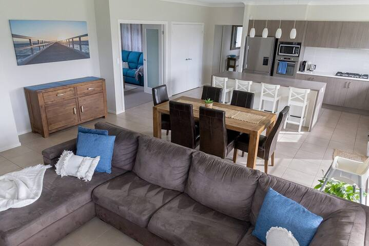 Bayswood By The Beach - Free Linen, WIFI and  SPA!