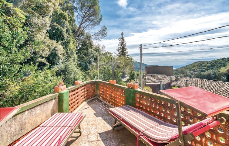 Holiday cottage with 3 bedrooms on 224m² in Loc. San Gregorio (CA)