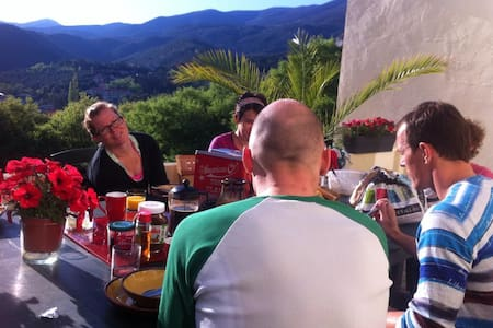 Superb B &B for Cycling Stopovers! - Amélie-les-Bains-Palalda - Bed & Breakfast