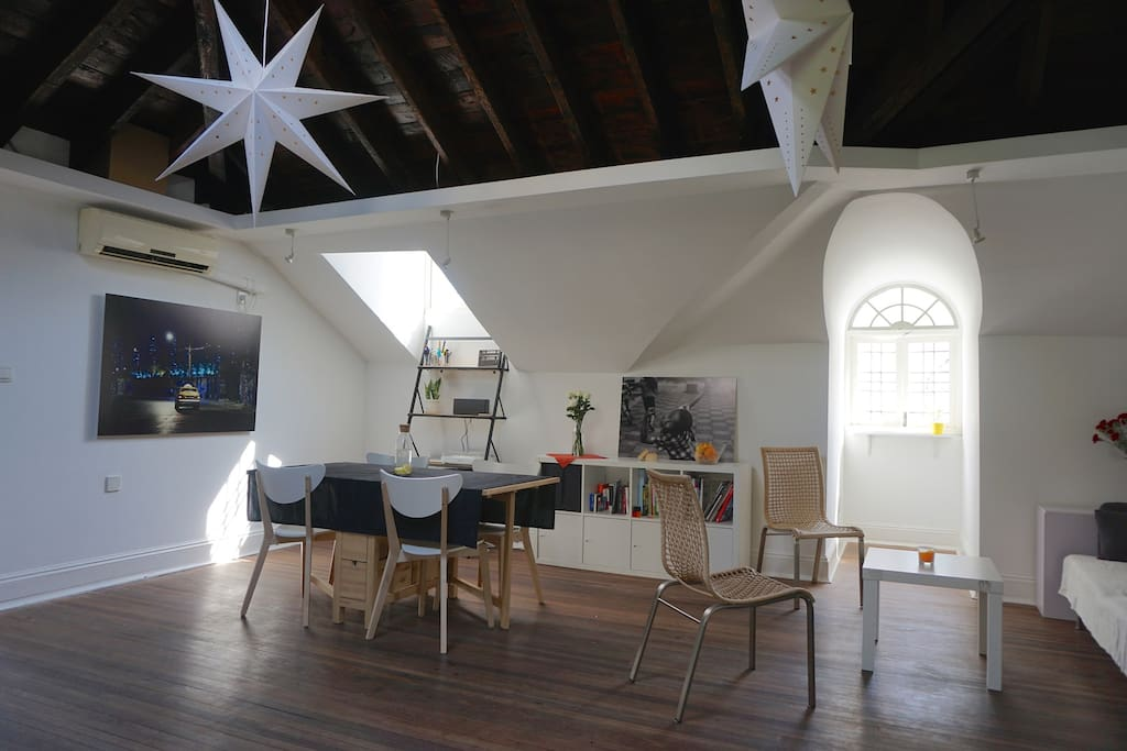 The open living room / dinning room