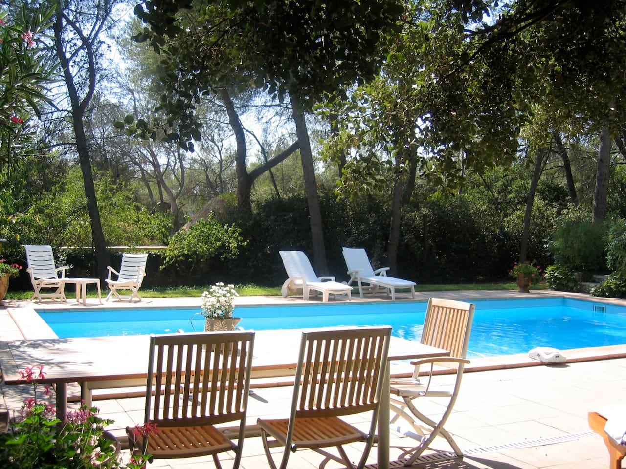 repos autour de la piscine