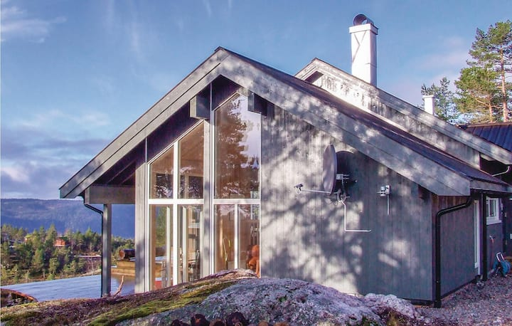 Stunning home in Dølemo with WiFi and 4 Bedrooms