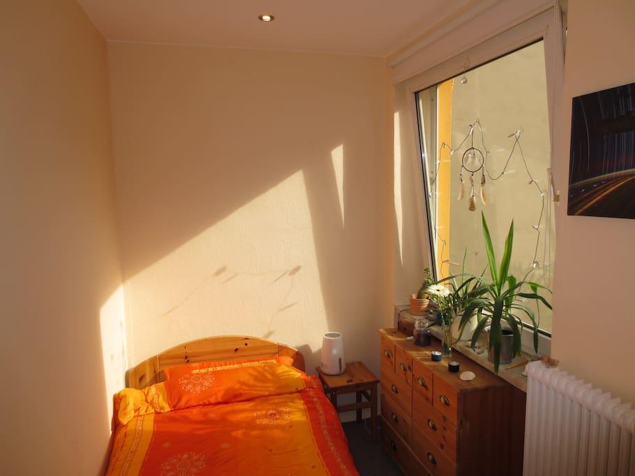 gem tliches ruhiges schlafzimmer wohnungen zur miete in. Black Bedroom Furniture Sets. Home Design Ideas