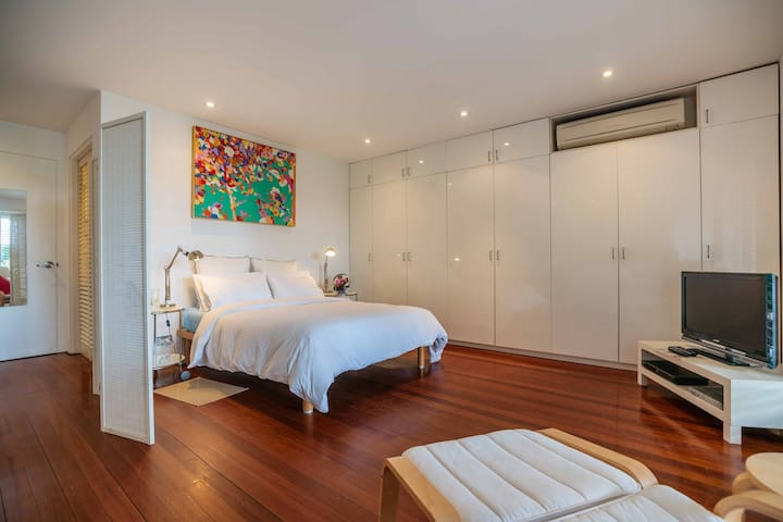 LUXURY, WATERFRONT SYDNEY APARTMENT - Birchgrove - Leilighet