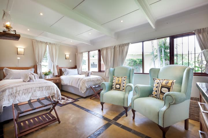 Twin Thorns Guesthouse - Hoopoe Room