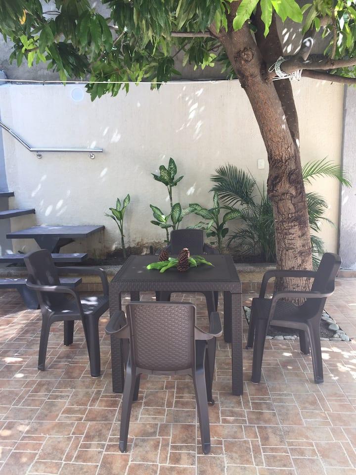 Hostal My Home ofrece alojamiento en Santa Marta