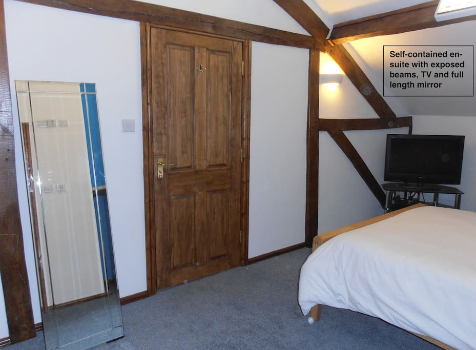 Light and airy attic bedroom - sleeps 4