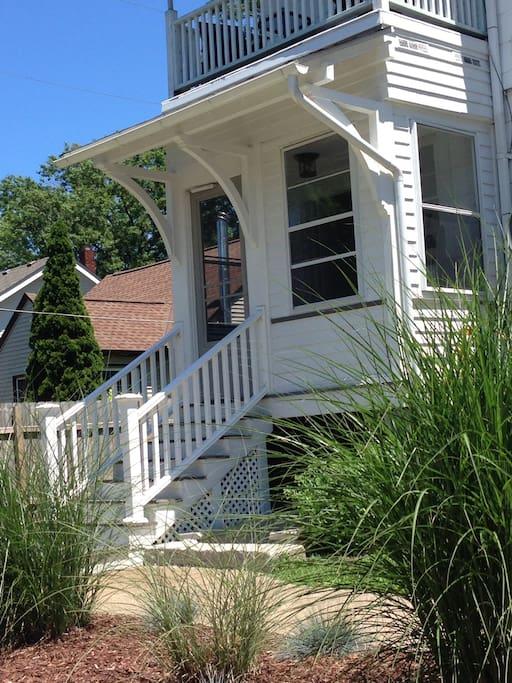 Comfortable Cottage Home - Lakewood