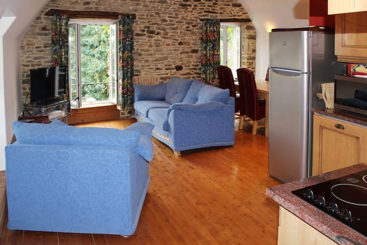 Leonardo - comfortable riverside apartment