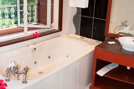 Glacis Heights Superior Deluxe - Glacis, Mahe, Seychelles - Bed & Breakfast