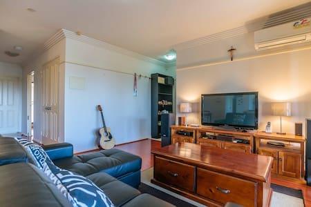 Cozy, spacious apt near Parramatta! - Lägenhet