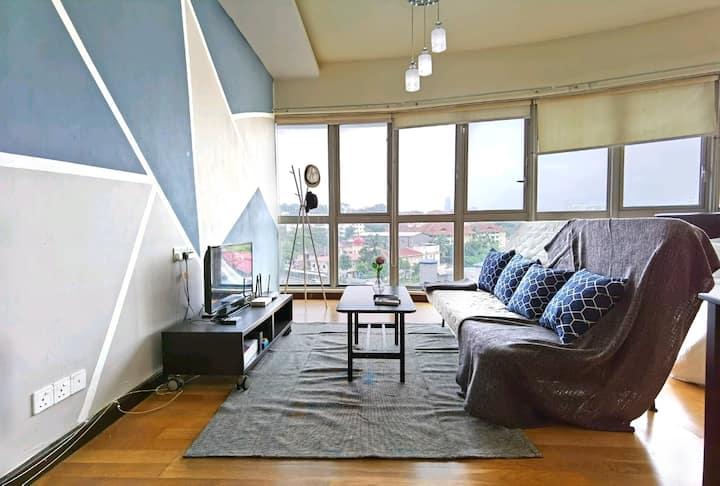Modern Design Studio with Netflix (Near LRT & KTM)
