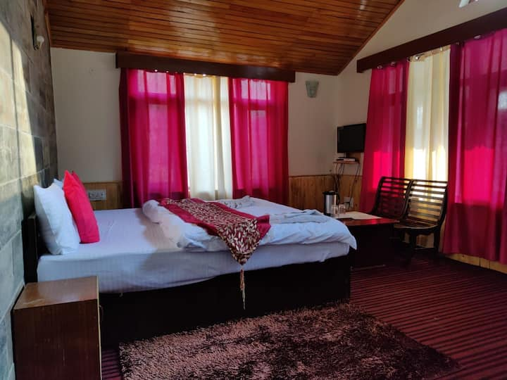 Beautiful Room with Majestic View of Beas River