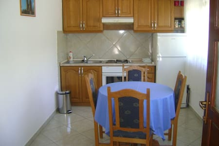 Comfortable and quiet apartment for two - Starigrad Paklenica - Casa