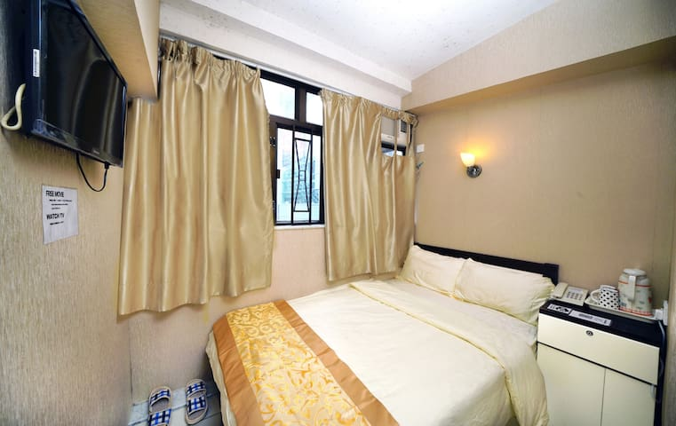 A6.Tsim Sha Tsui MTR Station/Backpackers/Separate