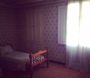 Casa de pueblo ideal para familias - Sant Rafel del Riu - Dom