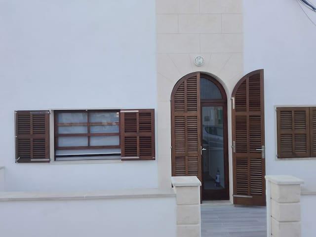 SA CALA. Casa con dos terrazas y a  1 min del mar.