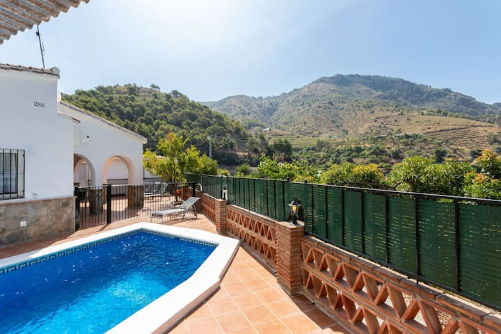 Dog-friendly villa w/ breathtaking mountain and valley views - private pool!