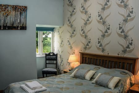 Preseli Hills 19th Century Barn Conversion - Bica - Brynberian - Bed & Breakfast