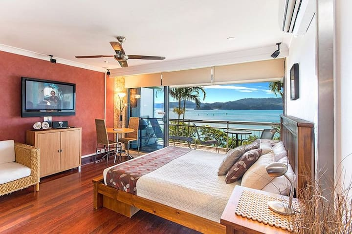 Studio apartment located on the beachfront - Whitsundays - Apartment